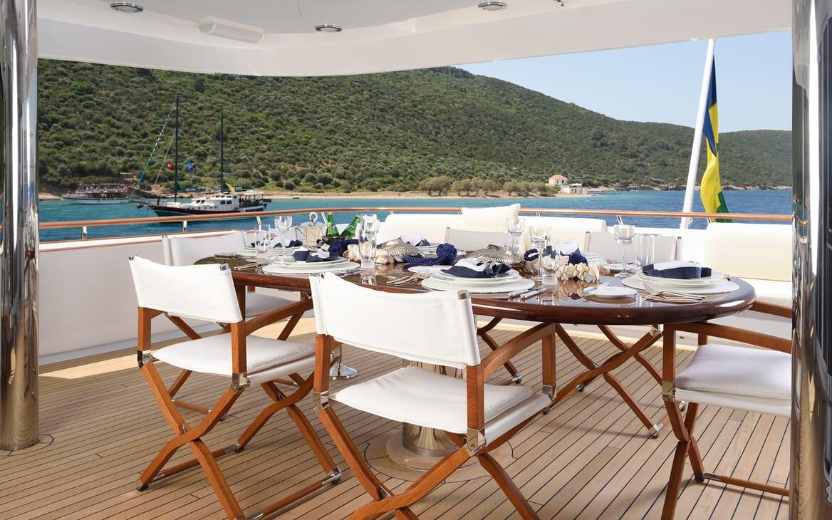 Motor Yacht Azzurra outdoor dining area