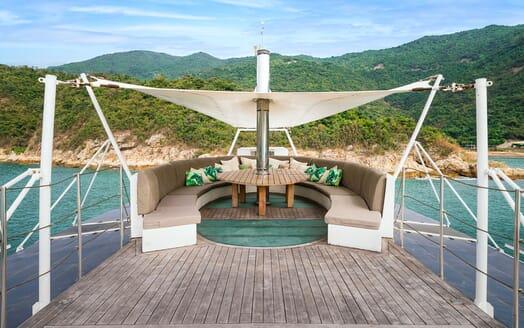 Motor Yacht DOT Sun Deck Seating