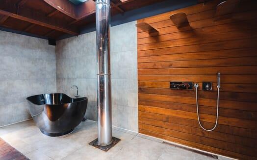 Motor Yacht DOT Bath and Shower room