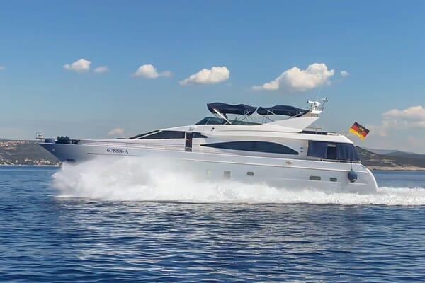 Motor Yacht LADY ADELHEID Profile Underway
