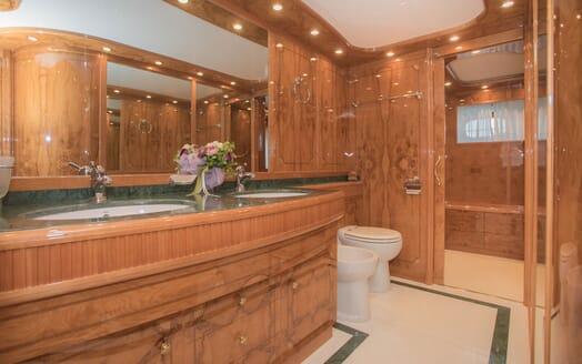 Motor Yacht LADY ADELHEID Bathroom