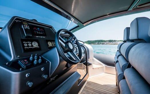 Motor Yacht SHADOW Wheelhouse