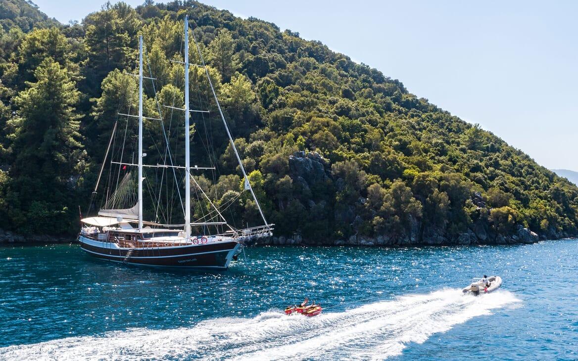 Sailing Yacht S NUR TAYLAN Tender Pulling Toy