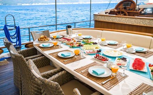 Sailing Yacht S NUR TAYLAN Al Fresco Breakfast
