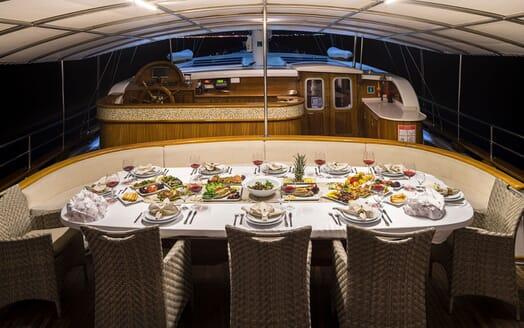 Sailing Yacht S NUR TAYLAN Al Fresco Dinner