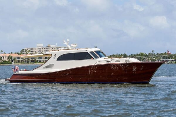 Motor Yacht TRIDENT Exterior Hero
