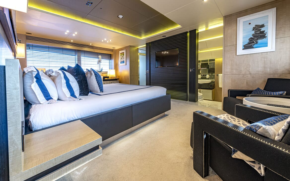 Motor Yacht RENEWAL 2 Guest Twin Stateroom
