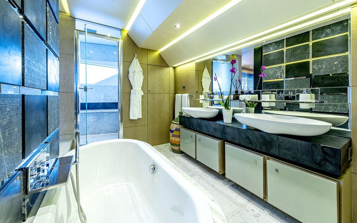 Motor Yacht RENEWAL 2 Aft Deck Seating