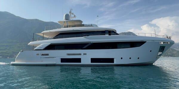 Motor Yacht ADELIA Hero Profile