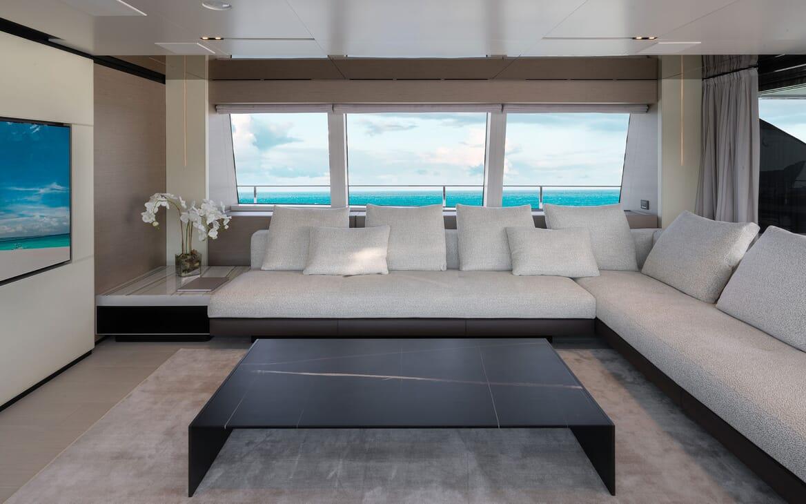 Motor Yacht ADELIA Sky Lounge