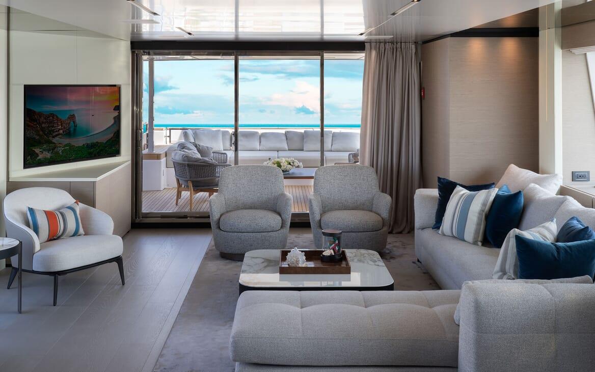 Motor Yacht ADELIA Main Salon Seating