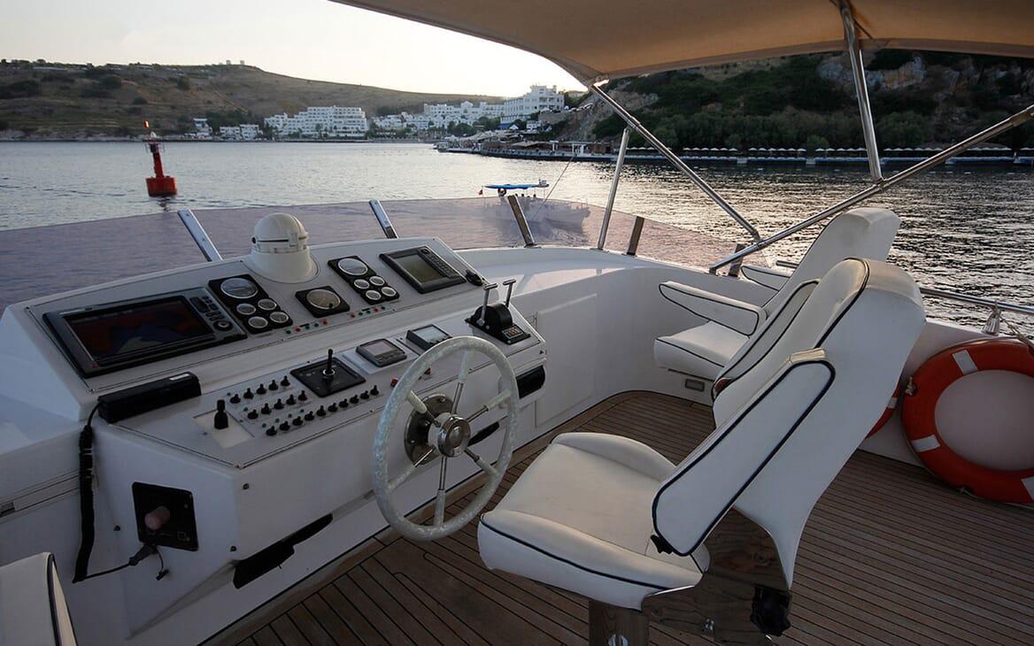 Motor Yacht TROY EXPLORER Sun Deck Wheel