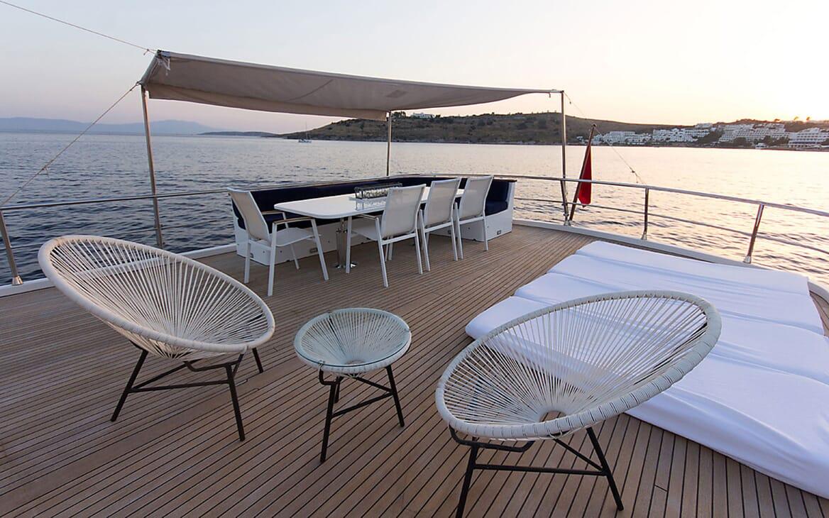 Motor Yacht TROY EXPLORER Sun Deck
