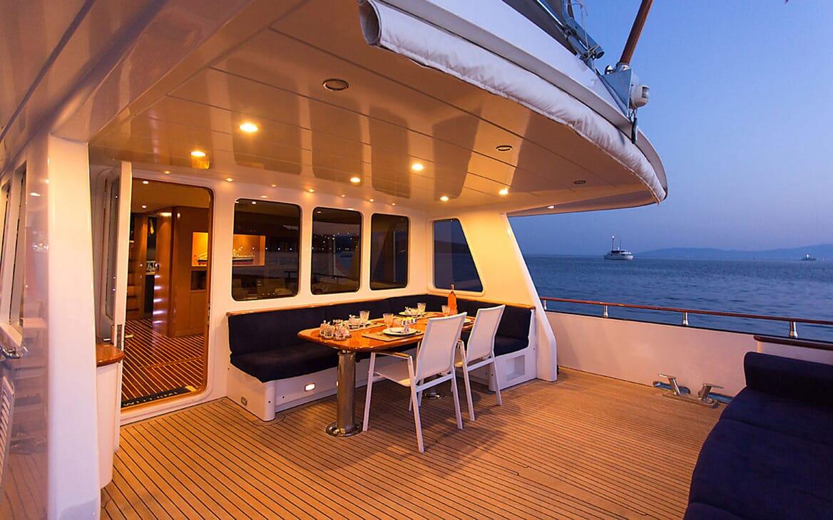 Motor Yacht TROY EXPLORER Main Aft Deck Seating