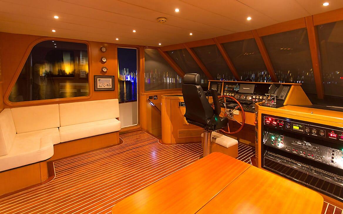 Motor Yacht TROY EXPLORER Wheelhouse