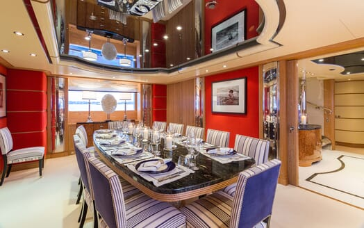 Motor Yacht Air dining room