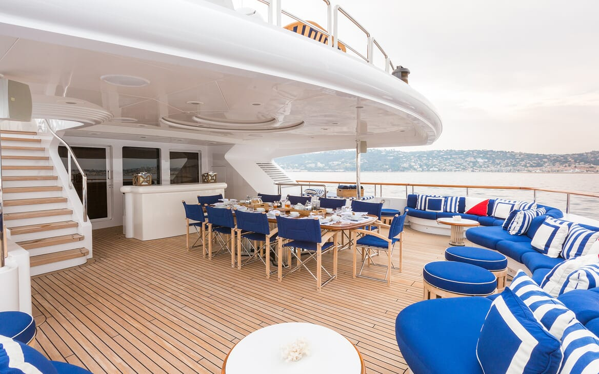 Motor Yacht Air aft deck