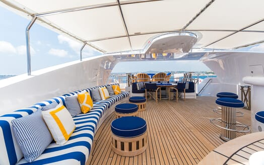 Motor Yacht Air outside seating