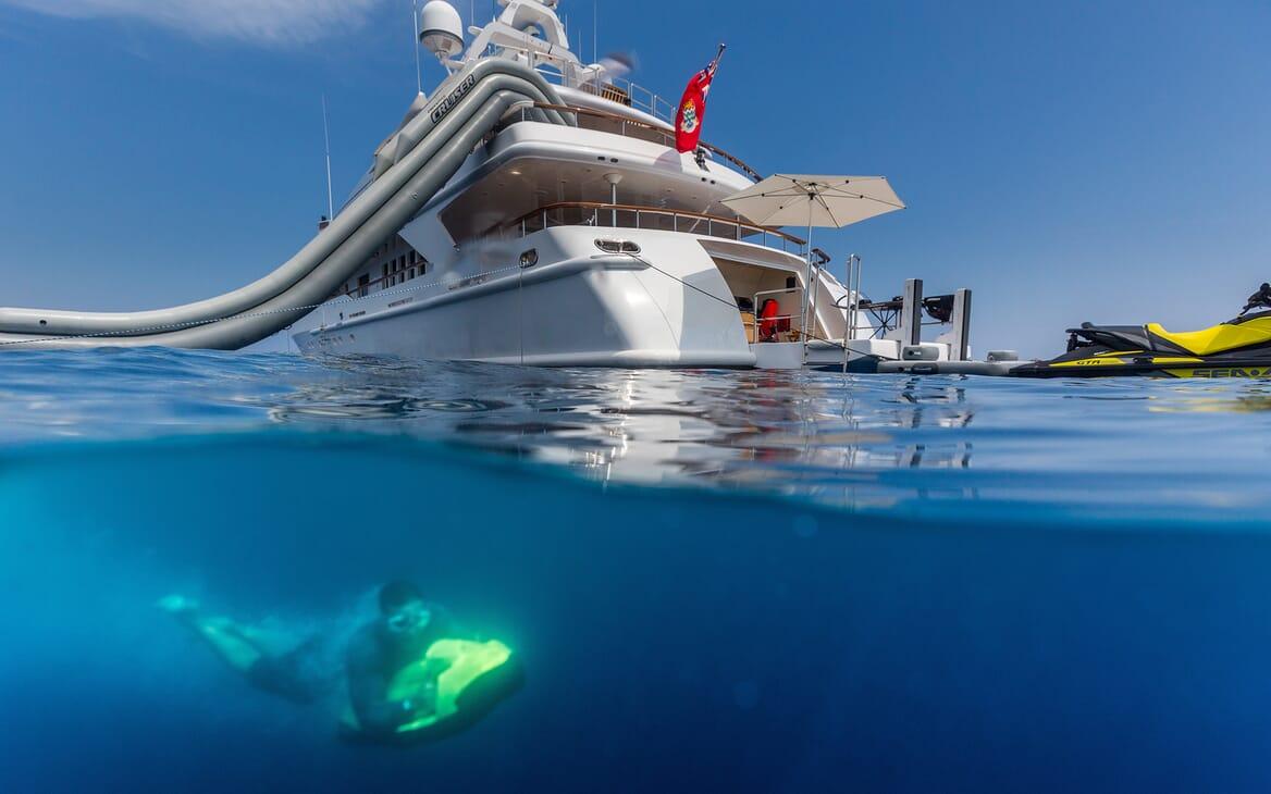 Motor Yacht Air anchored