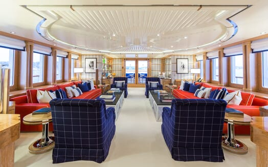 Motor Yacht Air saloon