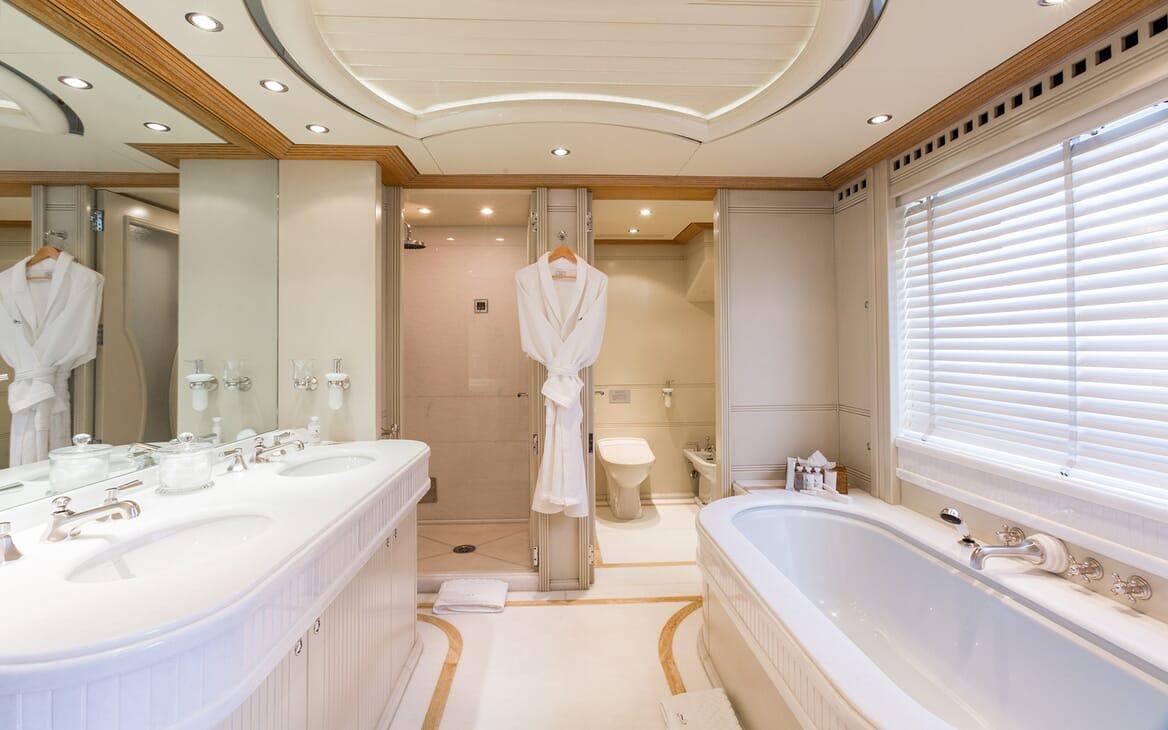 Motor Yacht Air bathroom