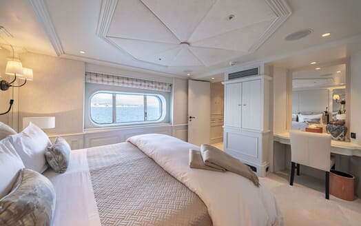 Motor Yacht Mosaique guest cabin