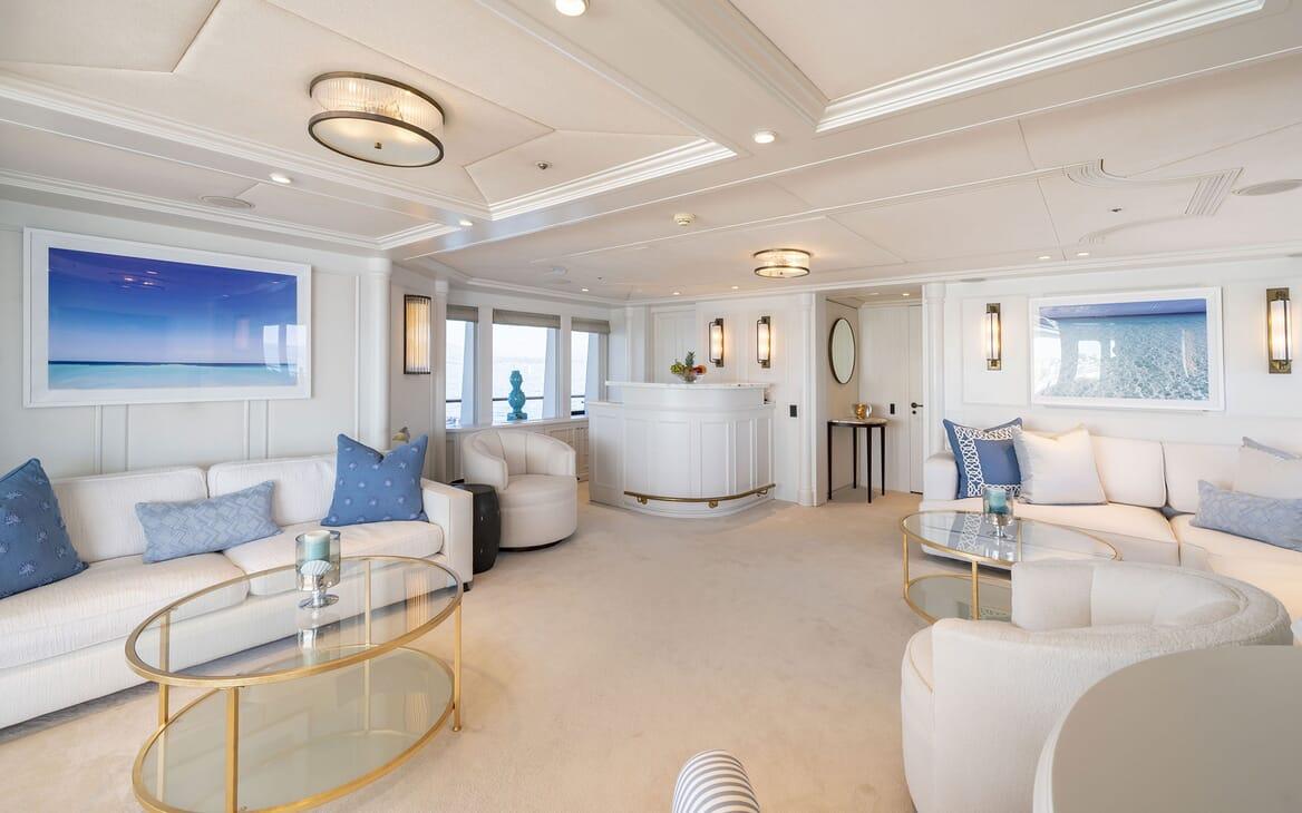 Motor Yacht MOSAIQUE Main Salon bar