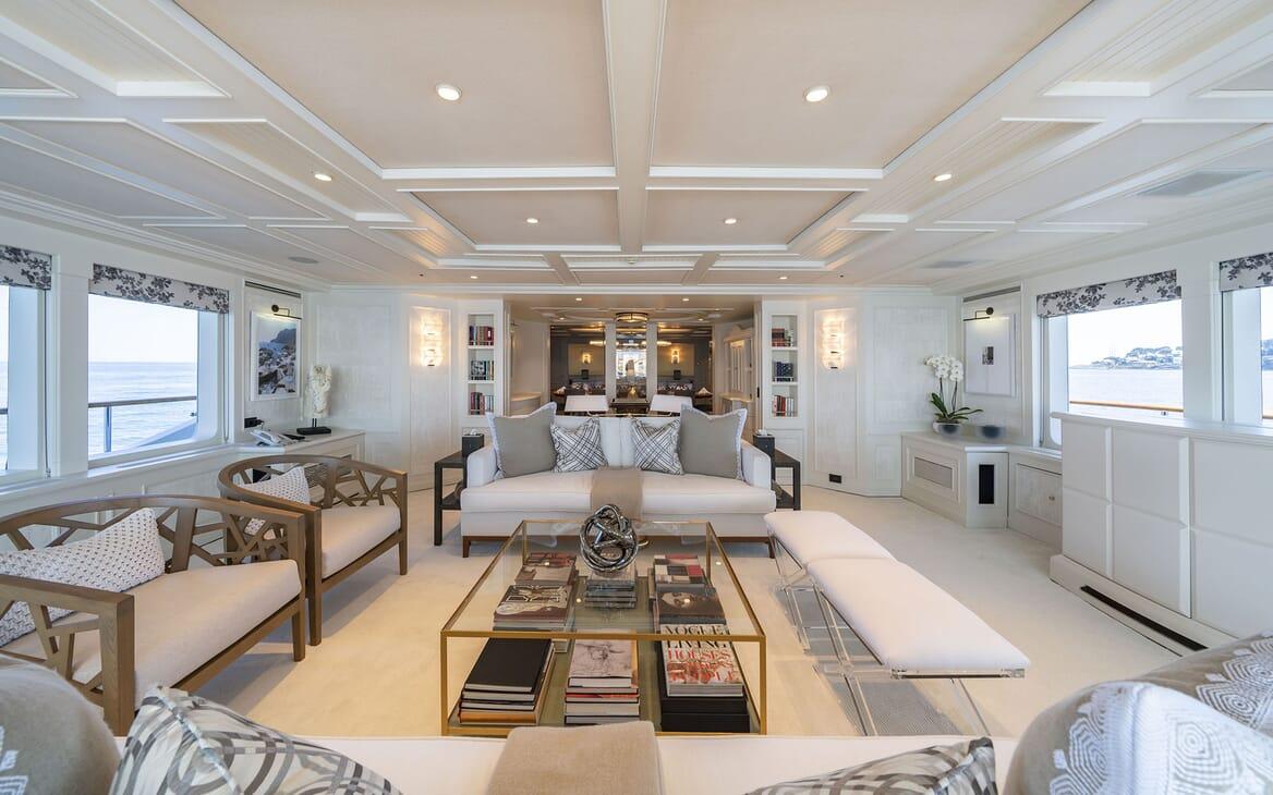 Motor Yacht MOSAIQUE Main Salon Seating
