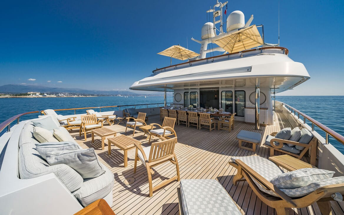 Motor Yacht MOSAIQUE Aft Decks