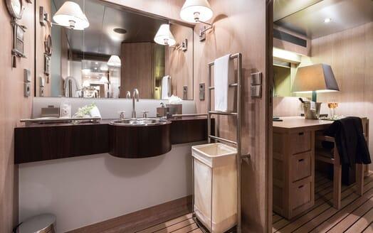 Motor Yacht MARIU Master Bathroom
