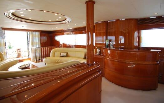 Motor Yacht BEIJA FLORE Main Saloon