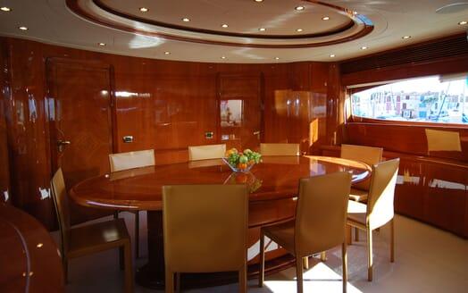 Motor Yacht BEIJA FLORE Dining Table