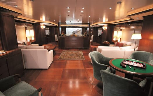 Motor Yacht More saloon
