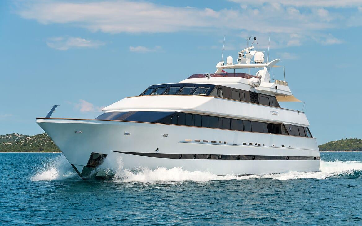 Motor Yacht LADYSHIP Exterior Underway