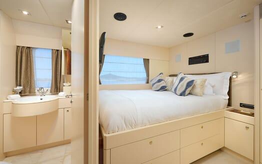 Motor Yacht Ladyship salon