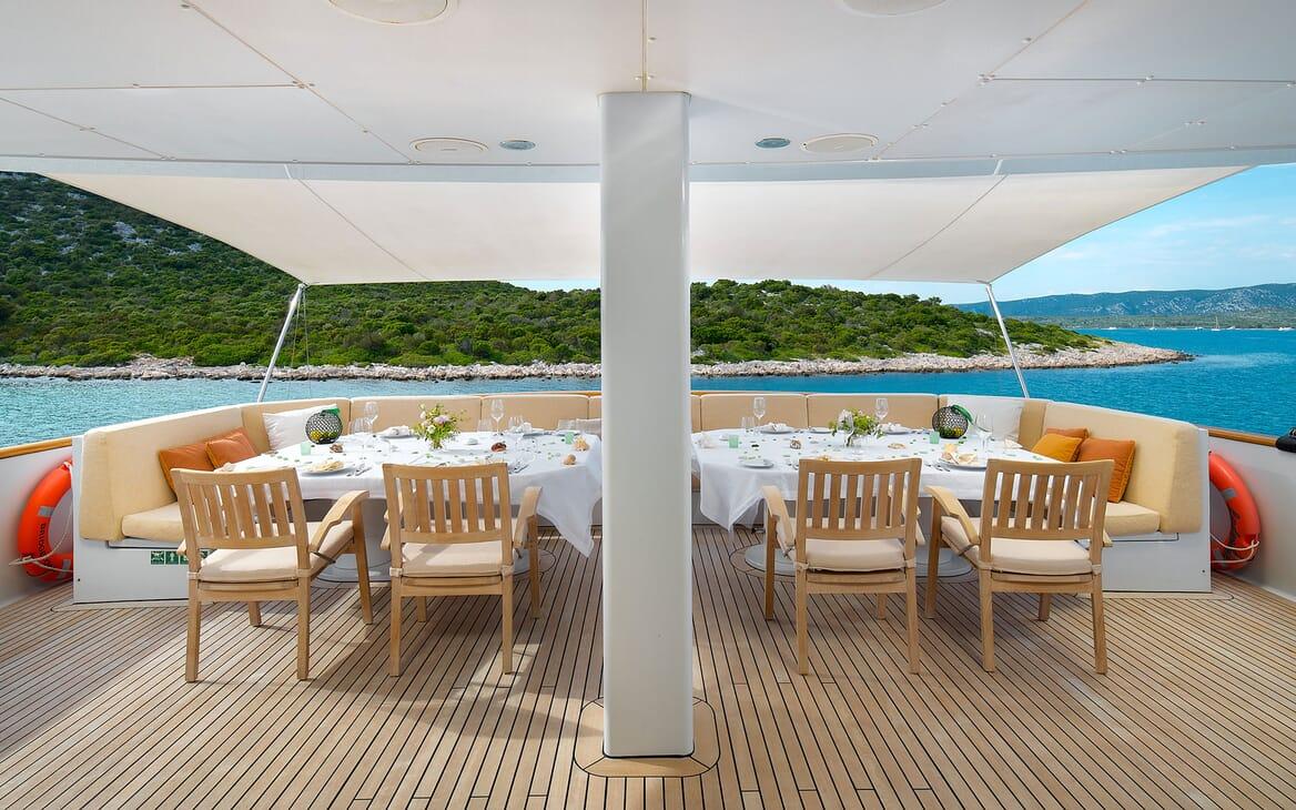 Motor Yacht LADYSHIP Aft Deck Dining Set Up
