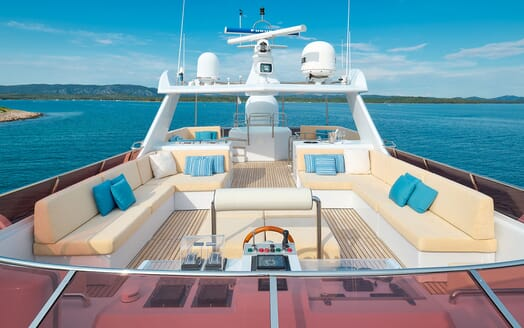 Motor Yacht Ladyship master bathroom