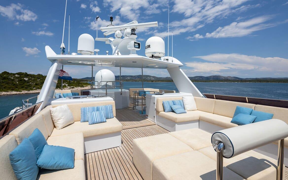 Motor Yacht LADYSHIP Sun Deck Seating