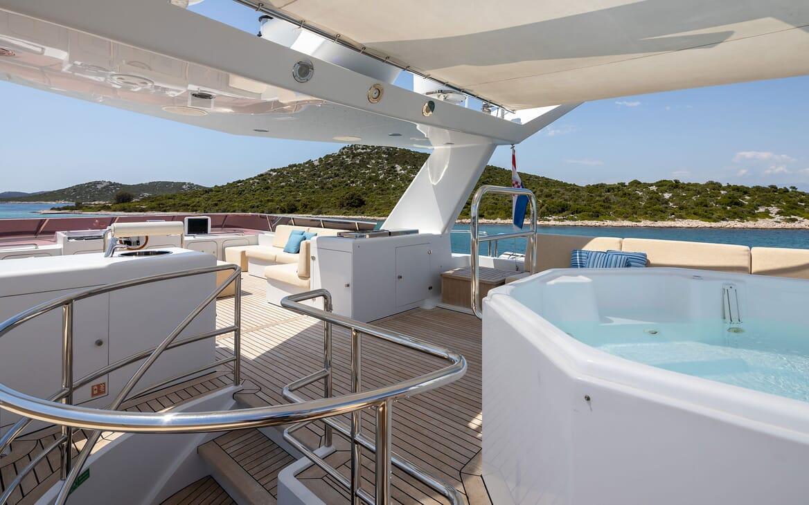 Motor Yacht LADYSHIP Sun Deck Jacuzzi