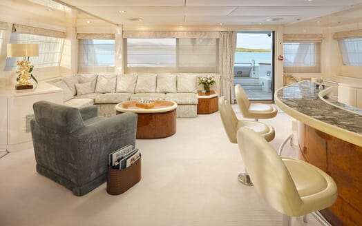 Motor Yacht Ladyship hot tub