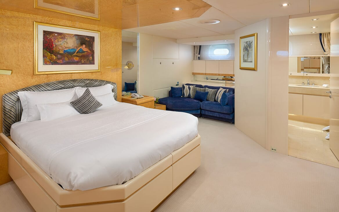 Motor Yacht LADYSHIP Guest Double Stateroom