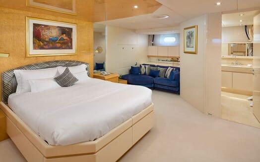 Motor Yacht Ladyship bar
