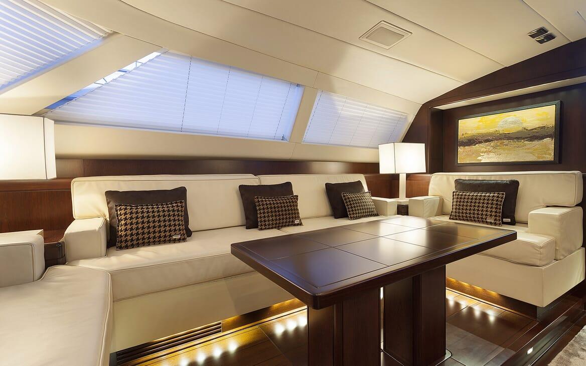 Sailing Yacht FARANDWIDE salon