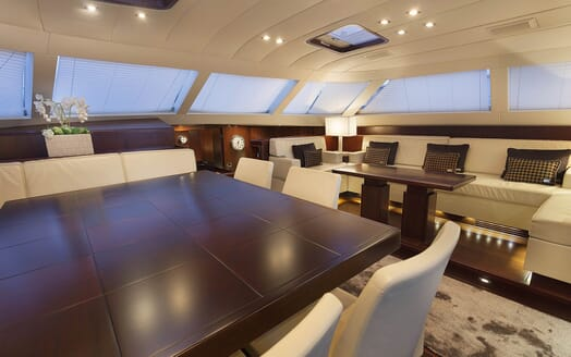 Sailing Yacht FARANDWIDE living area