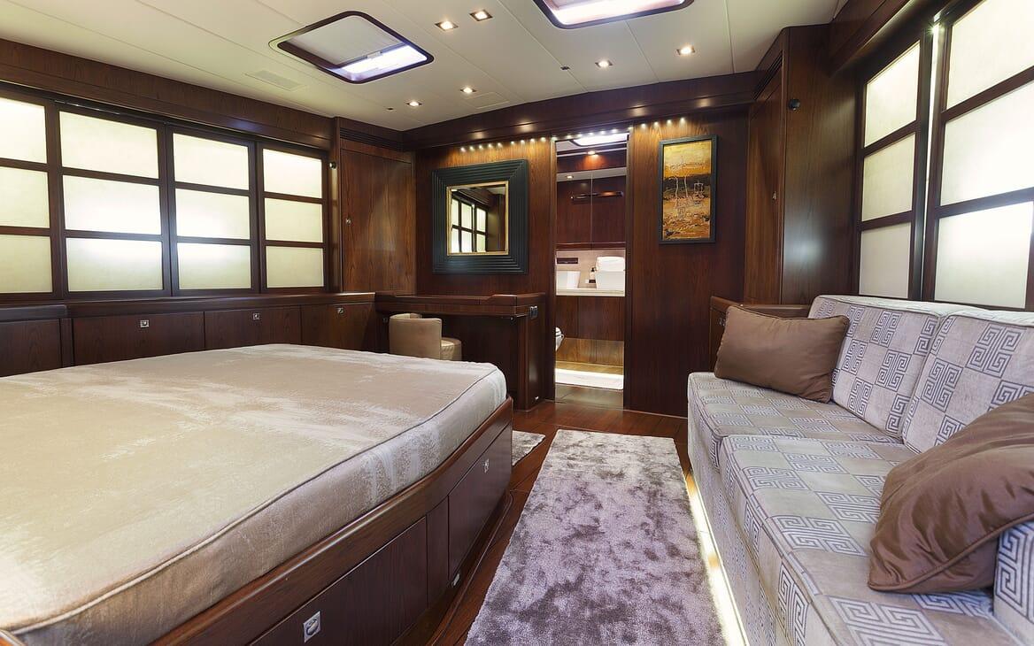 Sailing Yacht FARANDWIDE double cabin