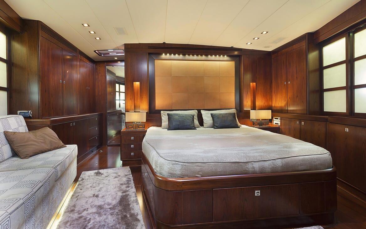 Sailing Yacht FARANDWIDE VIP cabin