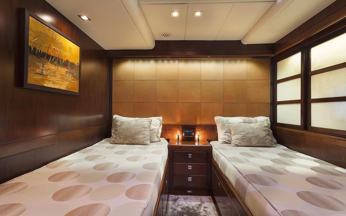 Sailing Yacht FARANDWIDE twin cabin