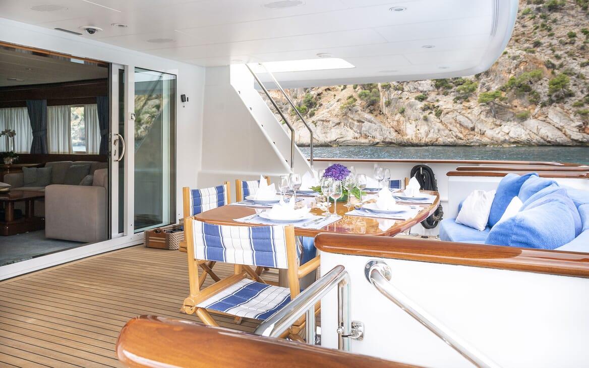 Motor Yacht ALCOR Al Fresco Dining Set Up