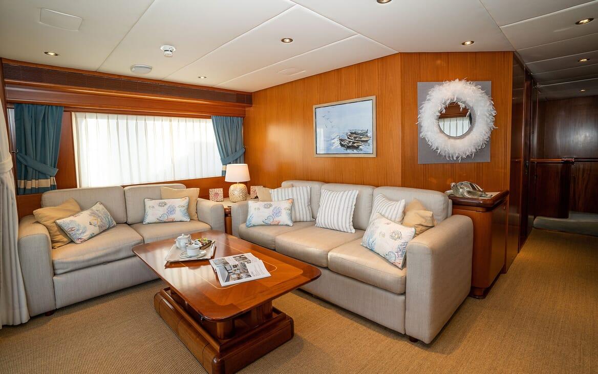 Motor Yacht ALCOR Main Salon Seating