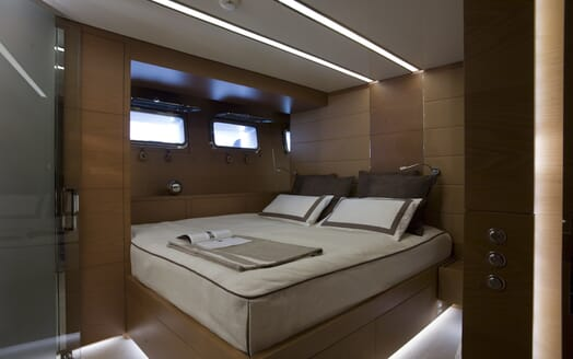 Motor Yacht 4A guest cabin